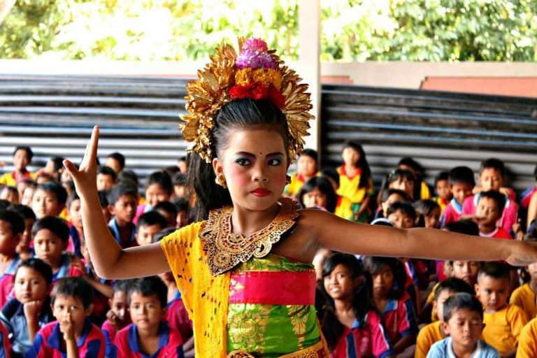 danse balinaise spectacle enfants indonesie panorama