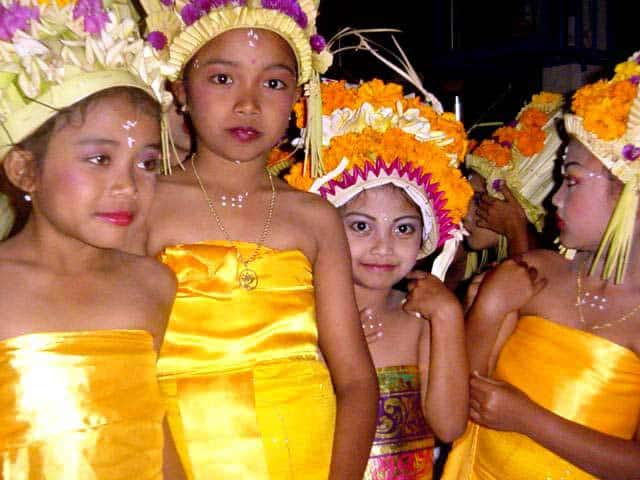 danse balinaise spectacle enfants indonesie