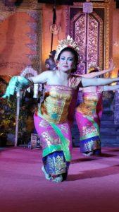 danse traditionnelle bali indonesie legong