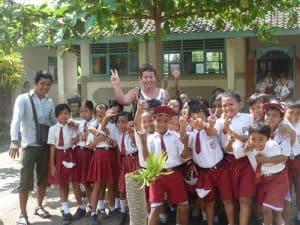 école balinaise enfants uniformes