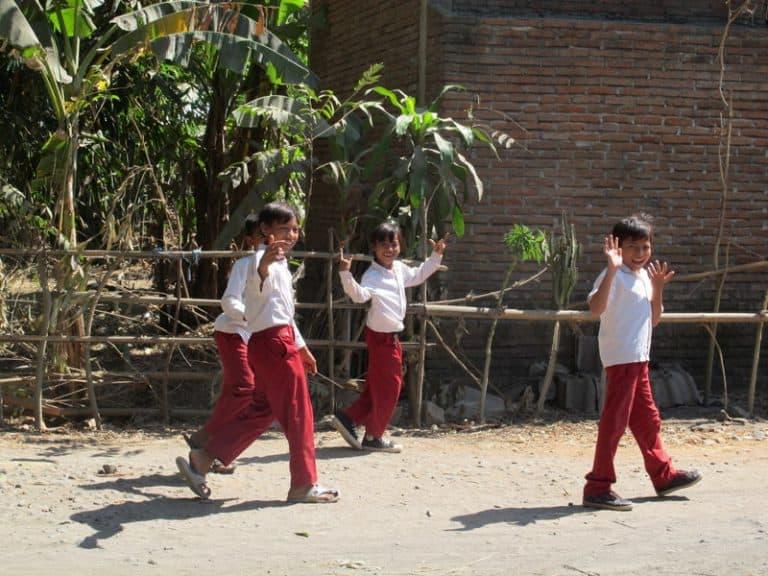 écoliers indonésiens enfants bali