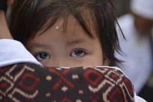 enfant indonésien peuple balinais