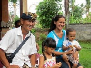 famille typique balinaise indonésie