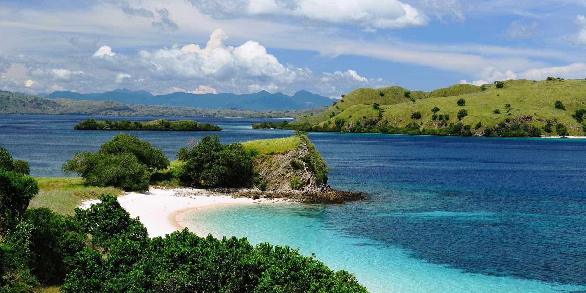ile de komodo baie vue parc Flores Indonésie