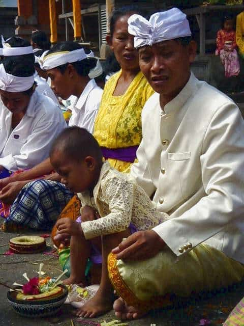 galungan fete traditionnelle bali offrandes