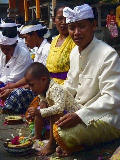 galungan fete traditionnelle bali offrandes