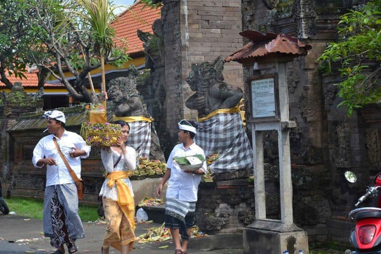 galungan fête traditionnelle village banjar temple bali