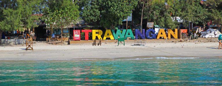 Gili Trawangan plage nom ile lettres arc en ciel iles Gili Indonésie Lombok