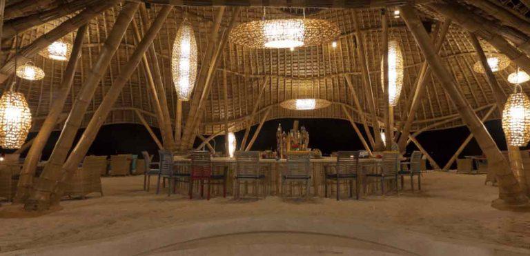 Gili Trawangan restaurant bambou nuit Pearl Beach Lounge iles Gili Indonésie