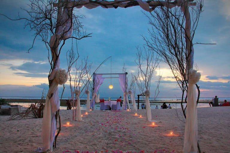 Gili Trawangan diner romantique plage fleurs voyage iles Gili Indonésie Lombok
