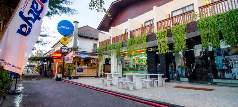Gili Trawangan rue magasin centre de plongée iles Gili Indonésie