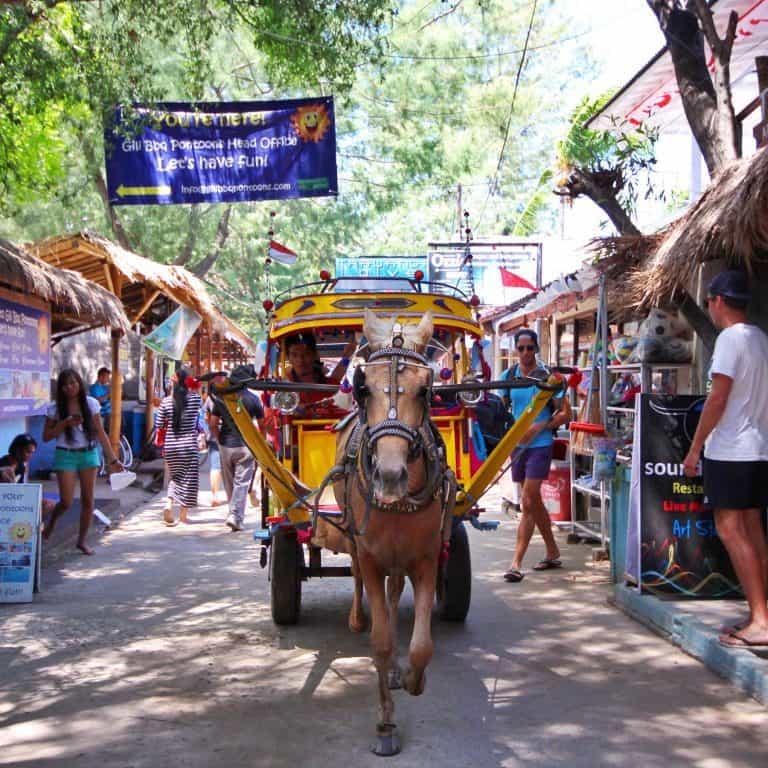 Gili Trawangan cheval charette rue iles Gili Indonésie Lombok