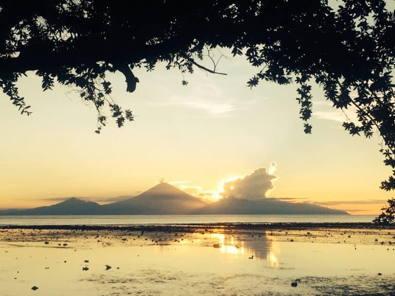 Gili Trawangan coucher de soleil Bali volcan Agung iles Gili Indonésie Lombok