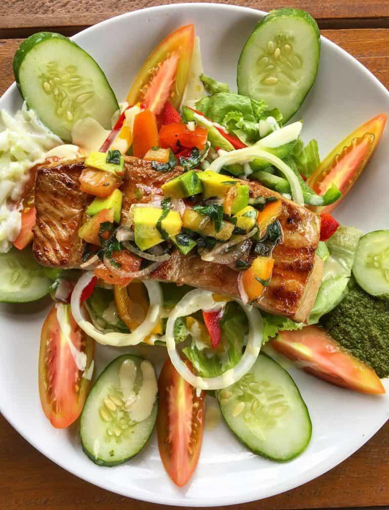 Gili Trawangan où manger salade de thon restaurant iles Gili Indonésie Lombok