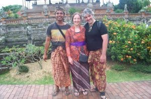 touristes à bali guide local découverte