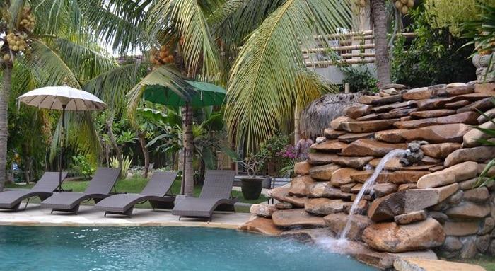 hotel bali candidasa piscine et transat