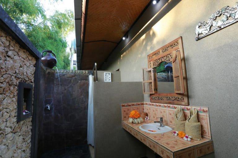 hotel bali indonésie salle de bain extérieure