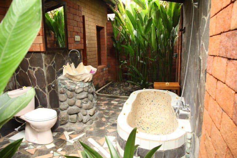 hotel bali lovina baignoire en extérieur
