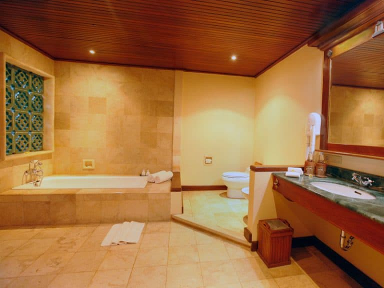 hotel bali lovina salle de bain baignoire