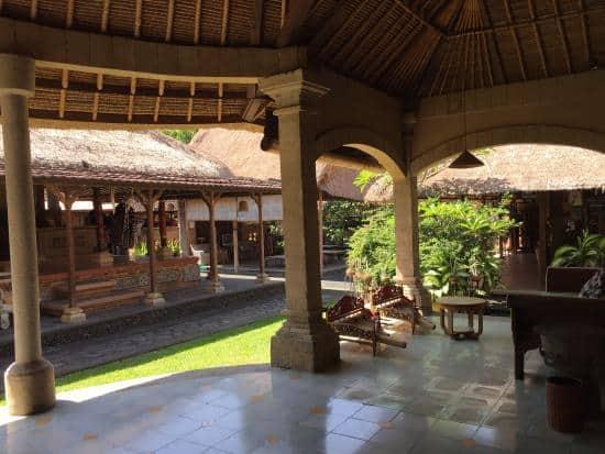 hotel Bali Mengwi cour palais