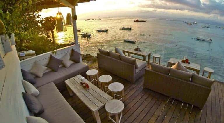 hotel bali nusa lembongan bar sur la mer