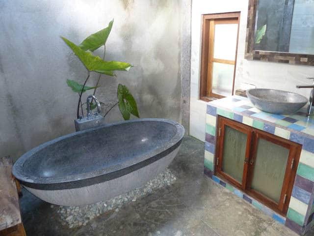 hotel bali sidemen salle de bain baignoire