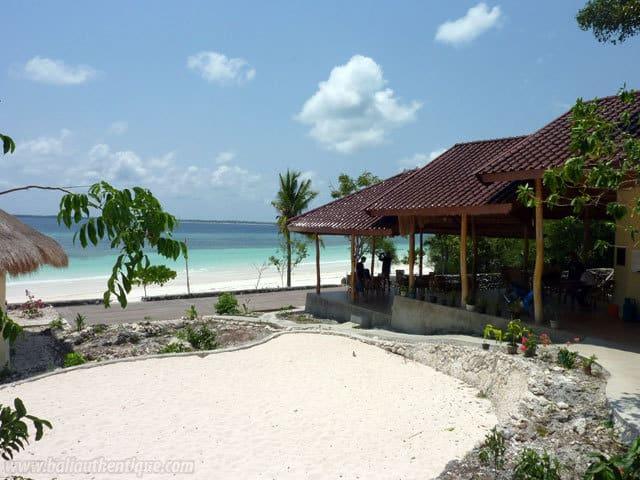 hotel bali sulawesi plage devant établissement