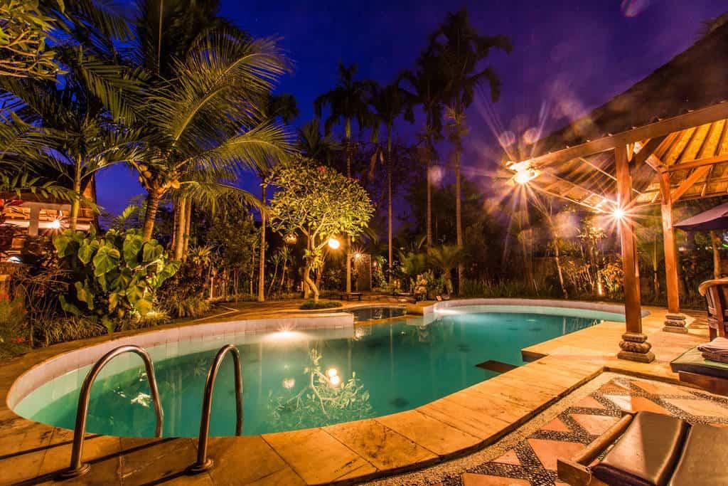 hotel Bali Ubud piscine nuit