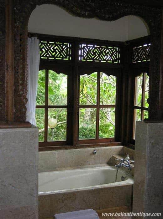 hotel bali ubud salle de bain avec baignoire