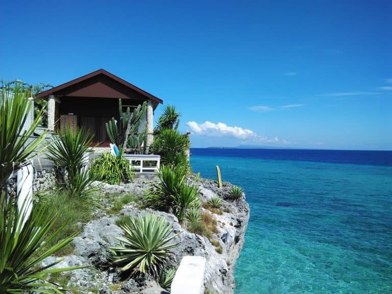 hotel bira sulawesi indonésie au bord de l'eau panorama