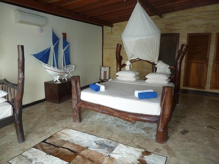 hotel bira sulawesi indonésie chambre