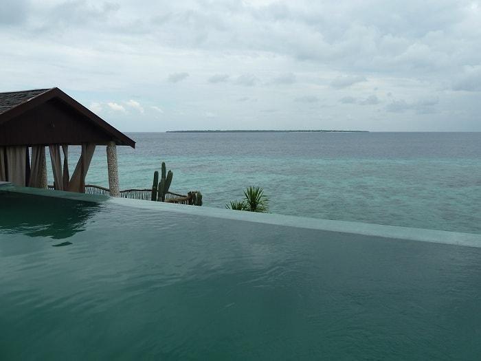 hotel bira sulawesi indonésie piscine vue mer