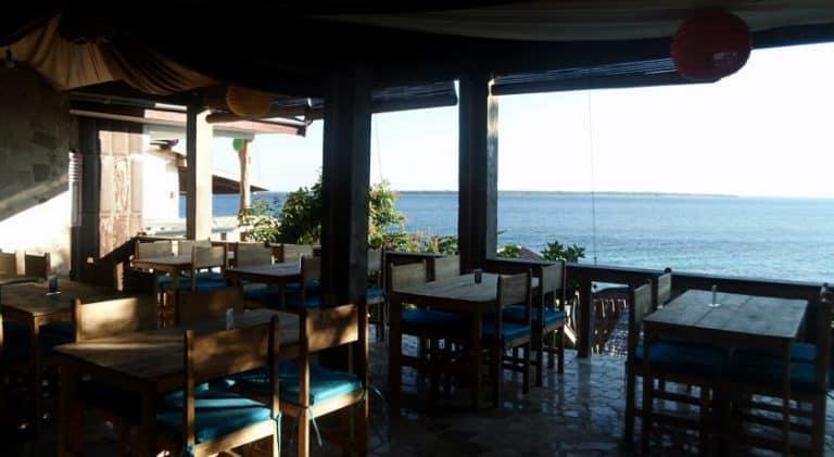 hotel bira sulawesi indonésie restaurant vue mer