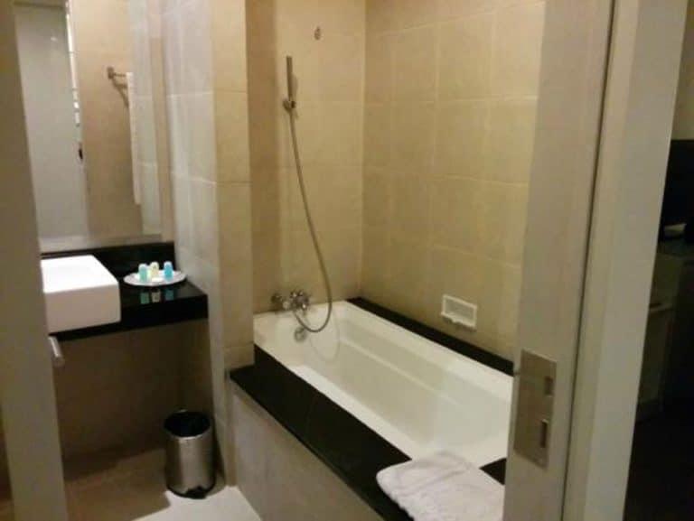 hôtel bornéo grand kecubung salle de bain