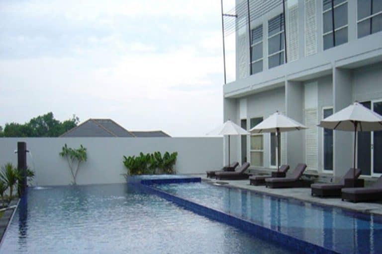 hotel bornéo grand kecubung zone piscine