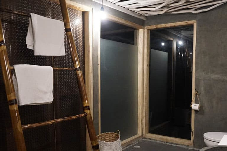hotel flores bajawa salle de bains
