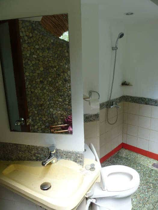 hotel indonésie flores salle de bain