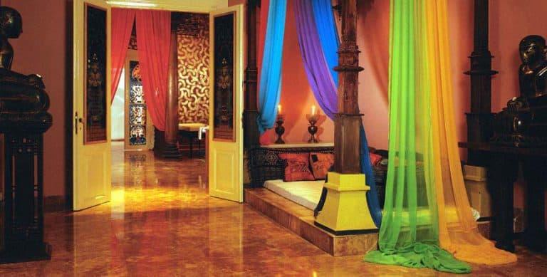 hotel java chambre colorée