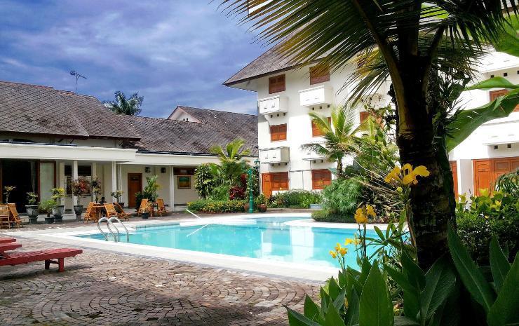 hotel java wonosobo piscine ensoleillée