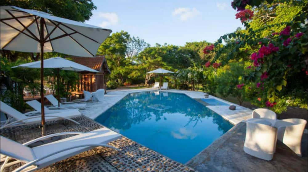 hotel komodo piscine