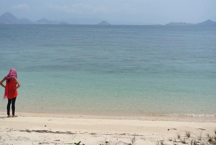 hotel komodo plage déserte