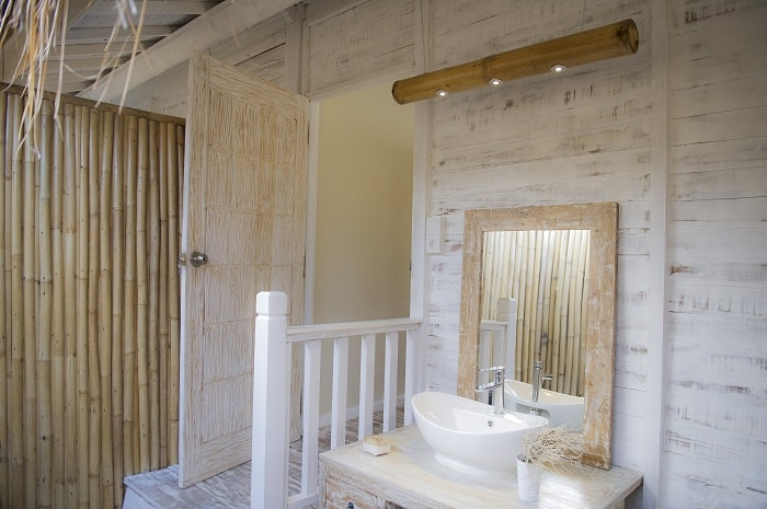 hotel komodo salle de bain