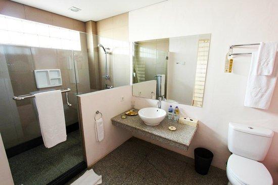 hotel labuan bajo flores salle de bains