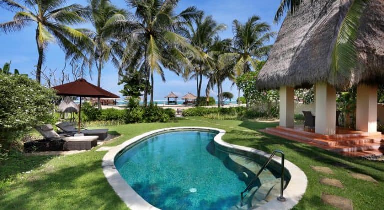 hotel lombok bali piscine vue mer