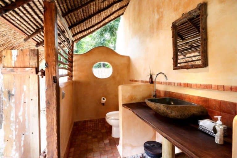 hotel lombok plage toilettes