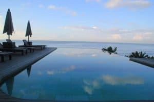 hôtel luxueux bali piscine à débordemment
