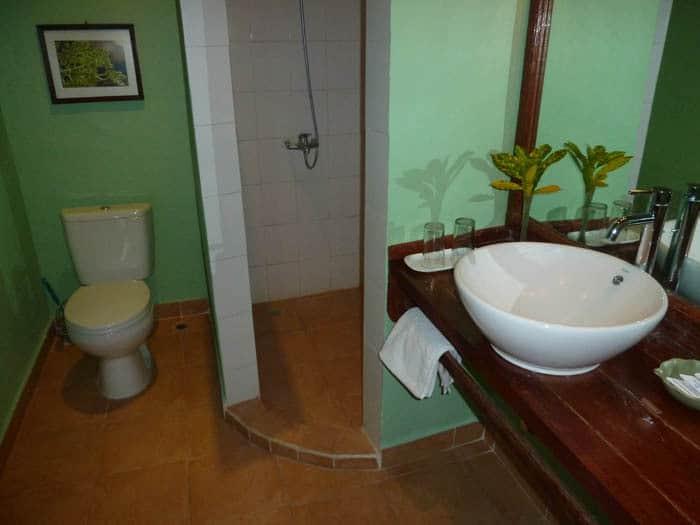 hotel maumere salle de bain