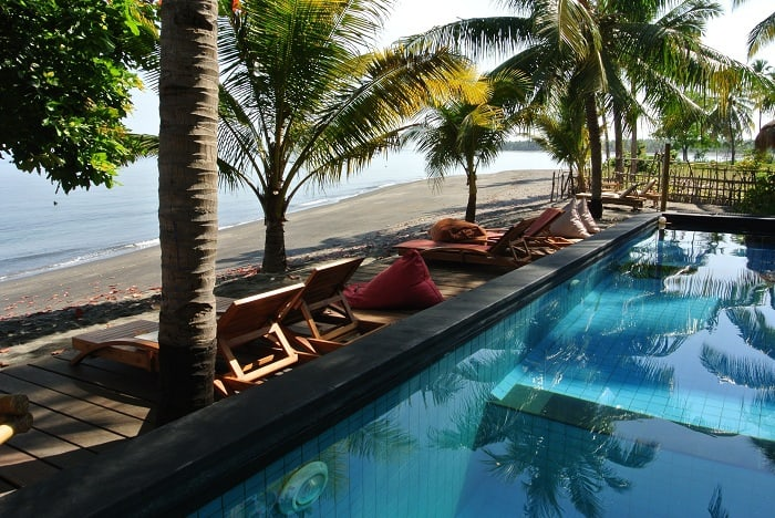 hotel rinjani lombok piscine sur la plage