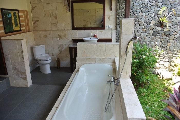 hotel senaru indonésie salle de bain extérieur