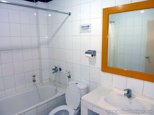 hotel sulawesi indonésie salle de bain